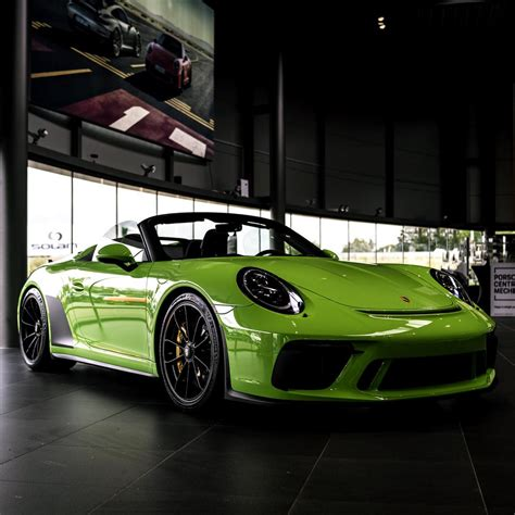 Porsche has announced that the concept study 911 speedster, shown in june for the company's 70th anniversary, is now going into production. 911 Speedster in Lizard Green 🦎 : Porsche