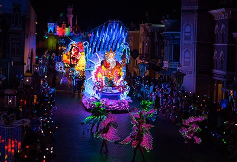 disneys paint  night parade coming  disneyland