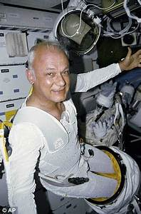First astronaut to fly untethered in space dies aged 80 ...