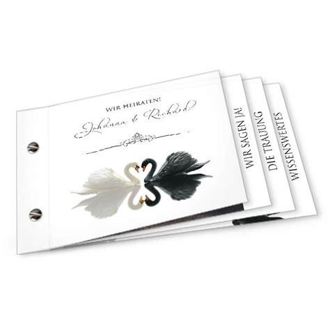 elegante hochzeitseinladung mit schwaenen als booklet