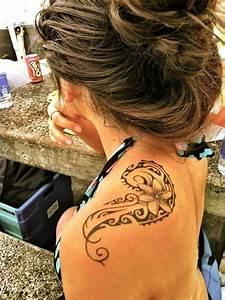 Tribal Tattoo Frau : dekorative blume tattoo an der schulter tattoos pinterest tattoos and body art ~ Frokenaadalensverden.com Haus und Dekorationen
