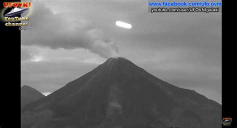 bpi si鑒e social ufo secret social una misteriosa luce e una più grigia filmate mentre transitano vicino al vulcano colima