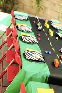 Nappe Noire Papier : d corer la table avec un set de table jetable ~ Teatrodelosmanantiales.com Idées de Décoration