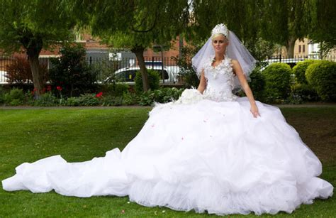 10 of the most extreme wedding dresses EVER!