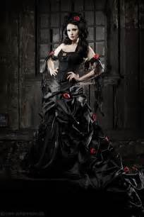 schwarzes brautkleid black wedding dress interesting not something i 39 d wear but still beautiful wedding ideas