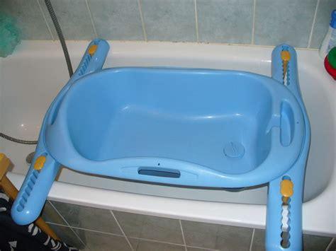 siege bebe pour baignoire les 3 achats indispensables à l 39 arrivée d 39 un enfant
