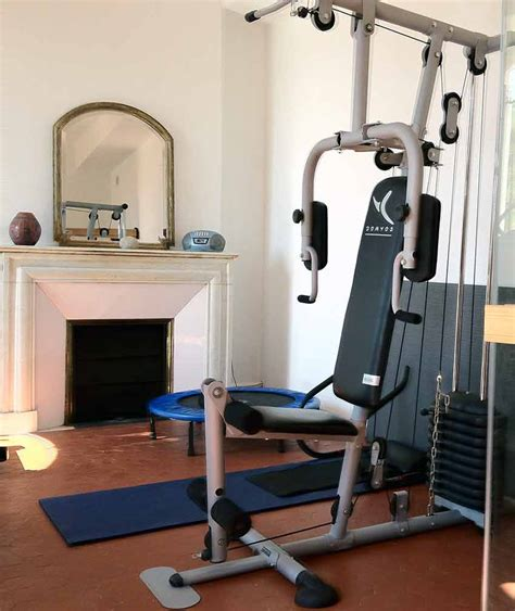 sport de chambre fitness in a charming guest room in provence