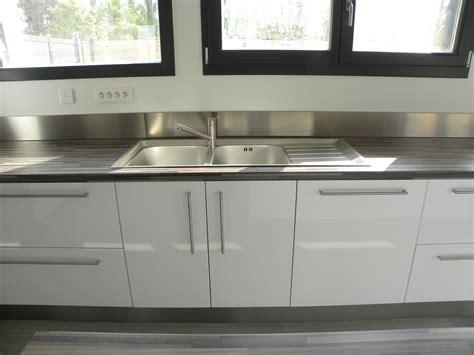 cuisine blanc brillant cuisine moderne laquée blanc brillant gilles martel