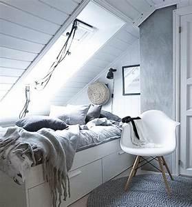 1001 idees deco de chambre sous pente cocoon With tapis oriental avec canapé lit cocktail scandinave