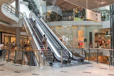 """Nelle zone gialle e arancioni i negozi saranno regolarmente aperti. Cirio: """"Da domenica Piemonte zona gialla"""". Ma i centri ..."""