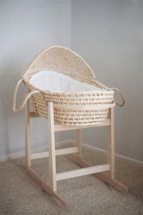 le sur pied chambre bébé le couffin pour bébé beaux paniers modernes et rétro