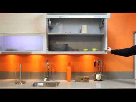 cuisine au sperme cuisine mur orange placard motorise