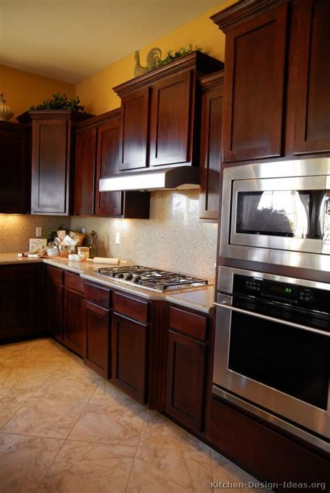 cherry wood kitchens cabinet best 25 cherry kitchen cabinets ideas on 25