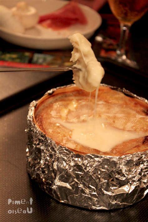 cuisiner le mont d or au four la boîte chaude vacherin mont d 39 or au four piment oiseau