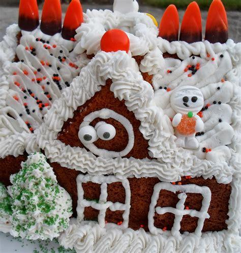 happier   pig  mud mummy mansion halloween cake