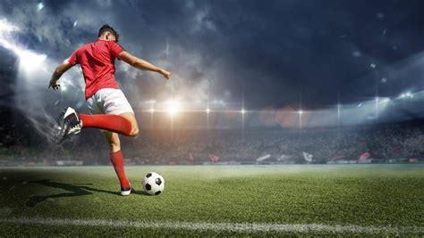 The german name for football (or soccer). 13 Fußball-Bundesligisten droht die Insolvenz | W&V