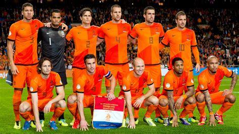 Nederland ˈneːdərlɑnt (listen)), informally holland, is a country primarily located in western europe and partly in the caribbean. Kwalificatie EK 2016: Oranje tegen Turkije en Tsjechië ...