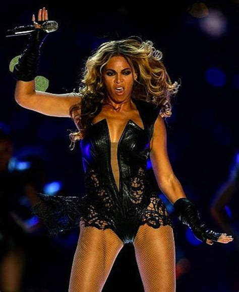 Beyonce Superbowl Meme The Funniest Unflattering Beyonce Photos And Memes