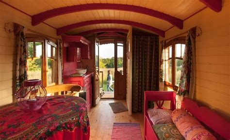 chambre d hote quiberon roulotte bretagne dormir dans une roulotte tzigane ou