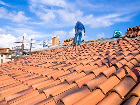 cout installation cuisine prix d 39 une toiture en tuile au m2 les tarifs et devis