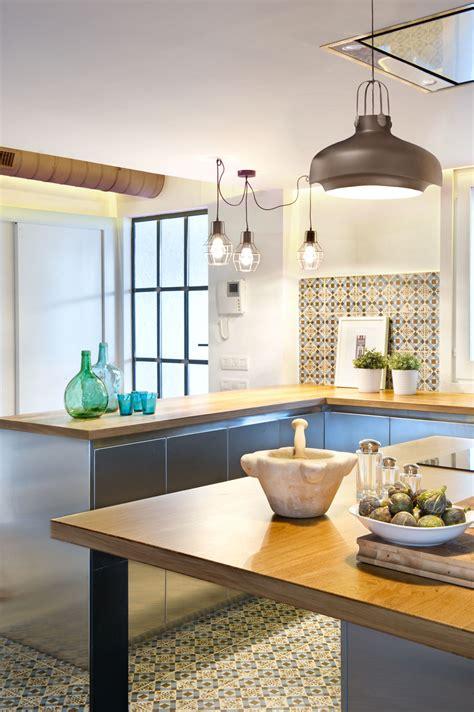 cuisine style indus suspension industrielle cuisine inox et bois