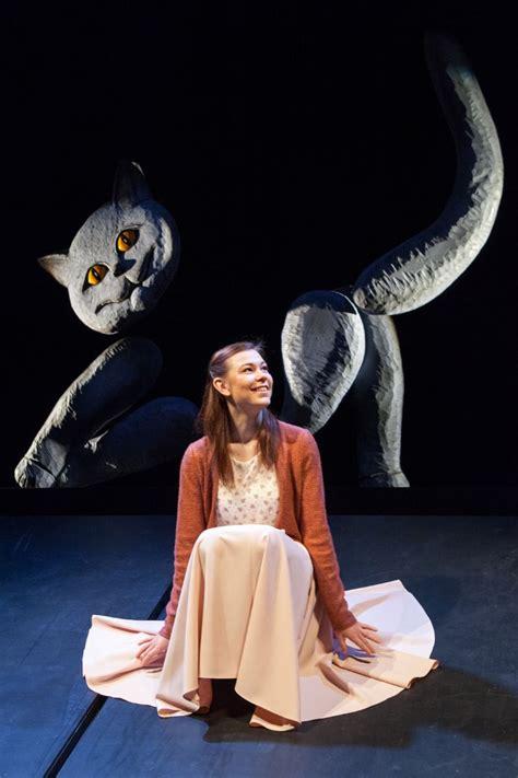 """Leļļu teātrī pirmo reizi iestudē """"Alisi Brīnumzemē ..."""