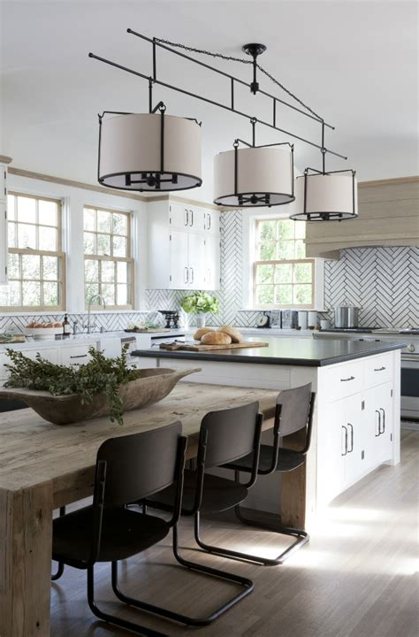 Alicante Kitchen With Dynamic Desig by A Dynamic Interior Accented By Wood Decoholic