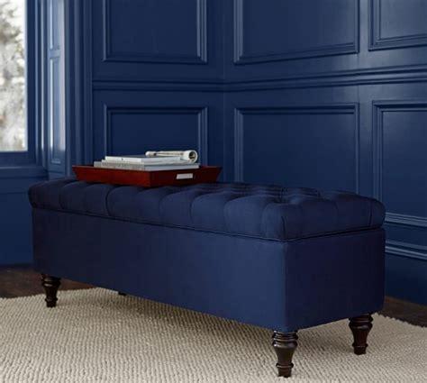 coffre rangement chambre bout de lit coffre un meuble de rangement astucieux