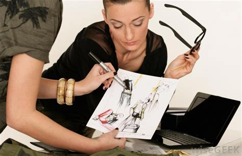 fashion designer what does a fashion designer do with pictures