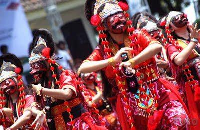 tari topeng cirebon  ethnic mask dance visit