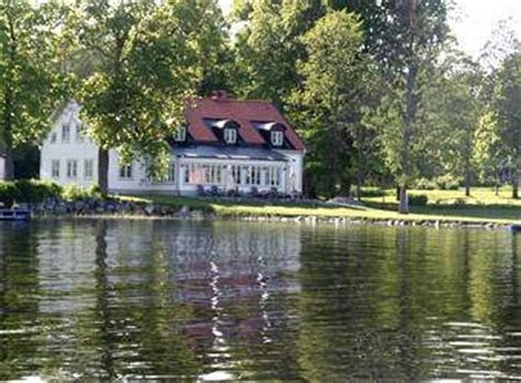 Rent in Stockholm, Sweden   Exclusive lakeside wing of a manor