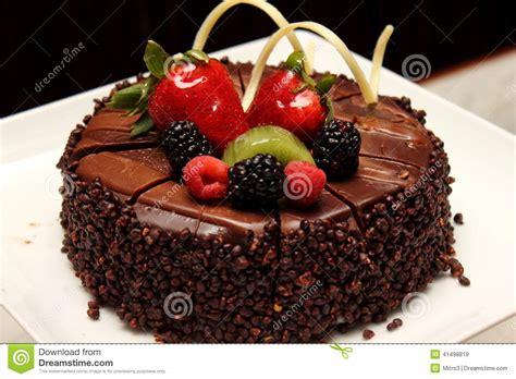 decoration gateau avec chocolat g 226 teau de chocolat avec la d 233 coration de fruit frais photo stock image 41498819