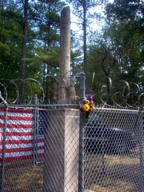 Key Underwood Dog Memorial Graveyard