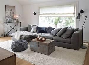 ビジネスパーソンによく似合う、グレーのソファーでクールな部屋作りを!   VOKKA [ヴォッカ]