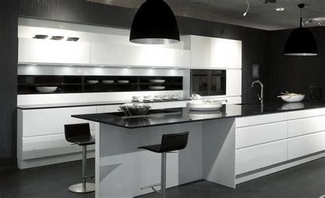 interior design kitchen images cocina en blanco y negro muebles de la serie wellmann de 4775