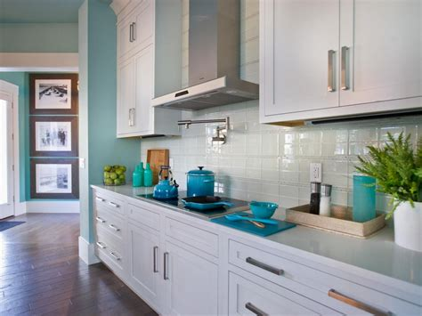 Modern Kitchen Backsplash To Create Comfortable And Cozy