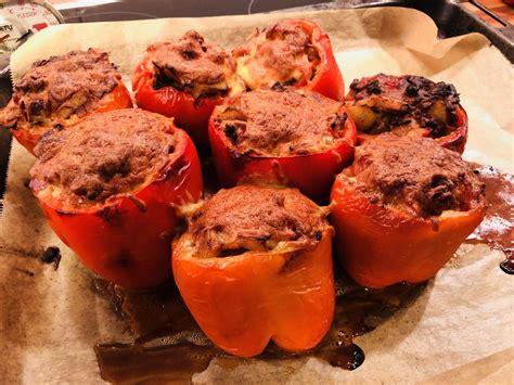 rezepte mit hackfleisch und kartoffeln gef 252 llte paprika mit angebratenem hackfleisch und