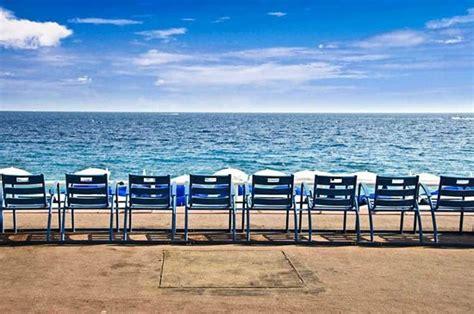 chaises bleues les chaises bleues picture of promenade des anglais