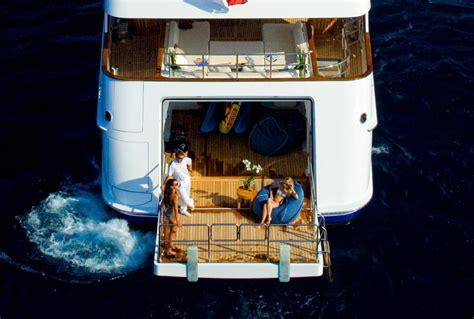 Av Club Tng Lower Decks Yacht Illusion Yacht Specifications 184 Ft Feadship Motor Yacht