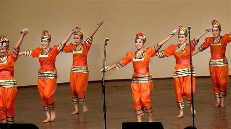 indonesia tari piriang dance  plates tydzien kultury beskidzkiej  youtube