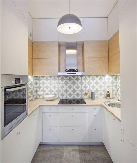 cuisine blanche et bleu plan de travail cuisine 50 idées de matériaux et couleurs