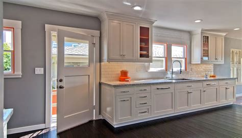 ways to update kitchen cabinets 5 simple ways to update your kitchen cabinets immoafrica net 8927