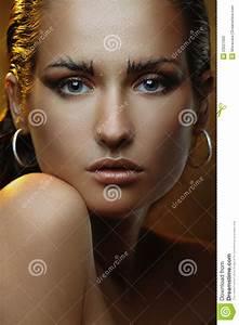 Schöne Frauen Film : sch ne junge frau mit goldmake up und bronzehaut stockfoto bild 29227000 ~ Eleganceandgraceweddings.com Haus und Dekorationen