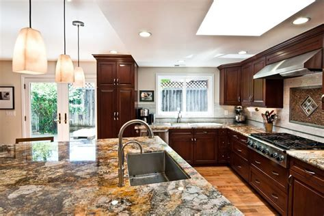 Choosing a Countertop Contractor for Natural Stone