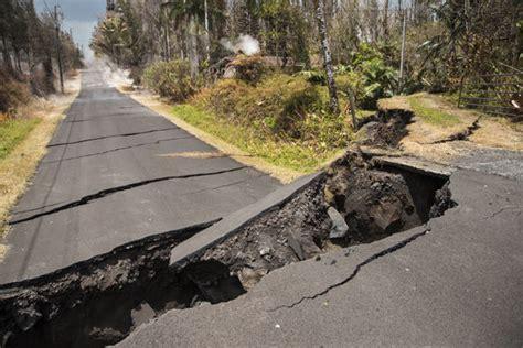 hawaii volcano eruption sparks  earthquakes  hours