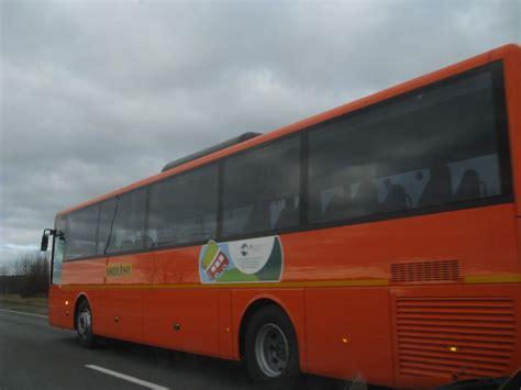 Skolēnu busu kolonna - BALTAIS RUNCIS