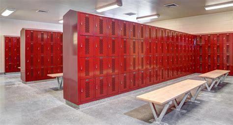 reasons   guy   gym locker room  hasnt