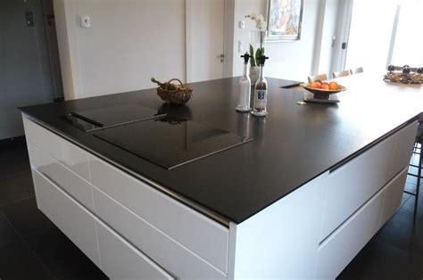 plan de travail de cuisine en granit noir en ilot central 1 16 1 louis decottegnie