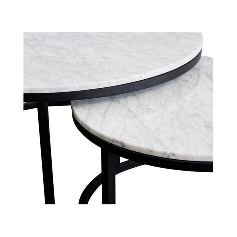 If metallics aren't your taste, here is a genuine marble coffee table that has traded its gold base for a fresh white finish. nesting-carrara-marble-coffee-tables-close   Woonkamer