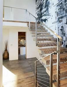 Geländer Für Treppe : geschraubtes graues stahlgel nder mit geschraubten dr hten freie holz treppe freie treppe ~ Markanthonyermac.com Haus und Dekorationen